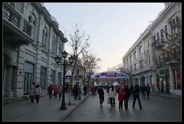 欧式风情街,街道两侧鳞次栉比着文艺复兴